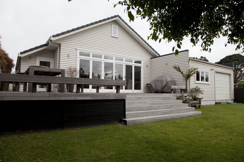 Gardien construction ltd kestevenave for Classic contemporary homes